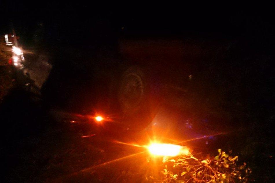 Tragická dopravná nehoda v obrazoch: Daewoo nabúralo do svahu aj stromov!