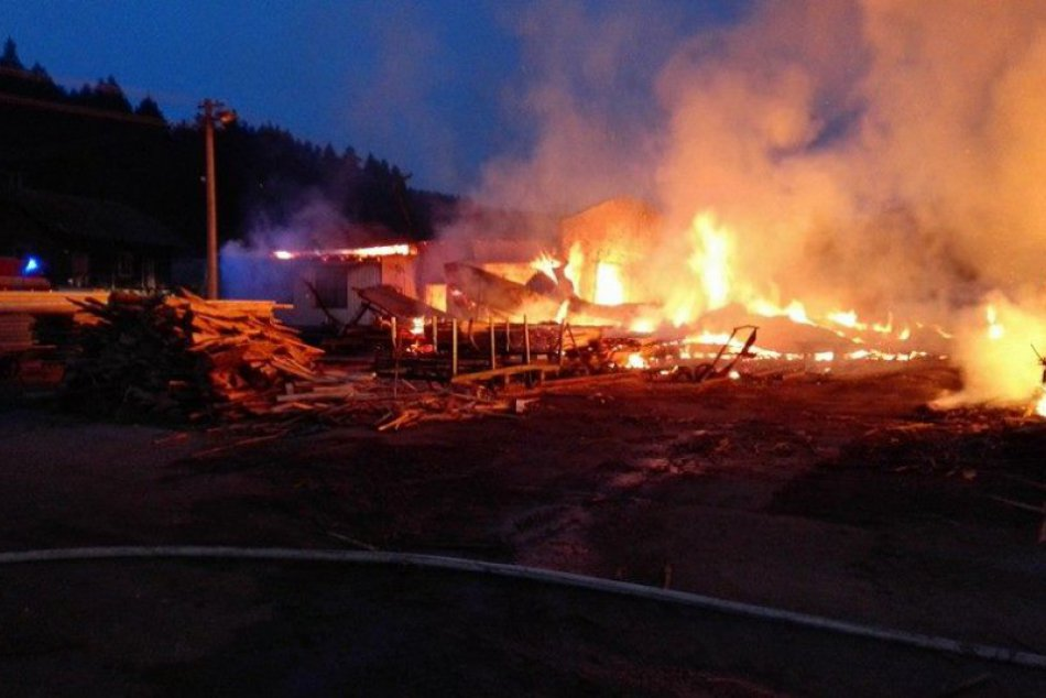 Autentické zábery z ničivého požiaru na Spiši