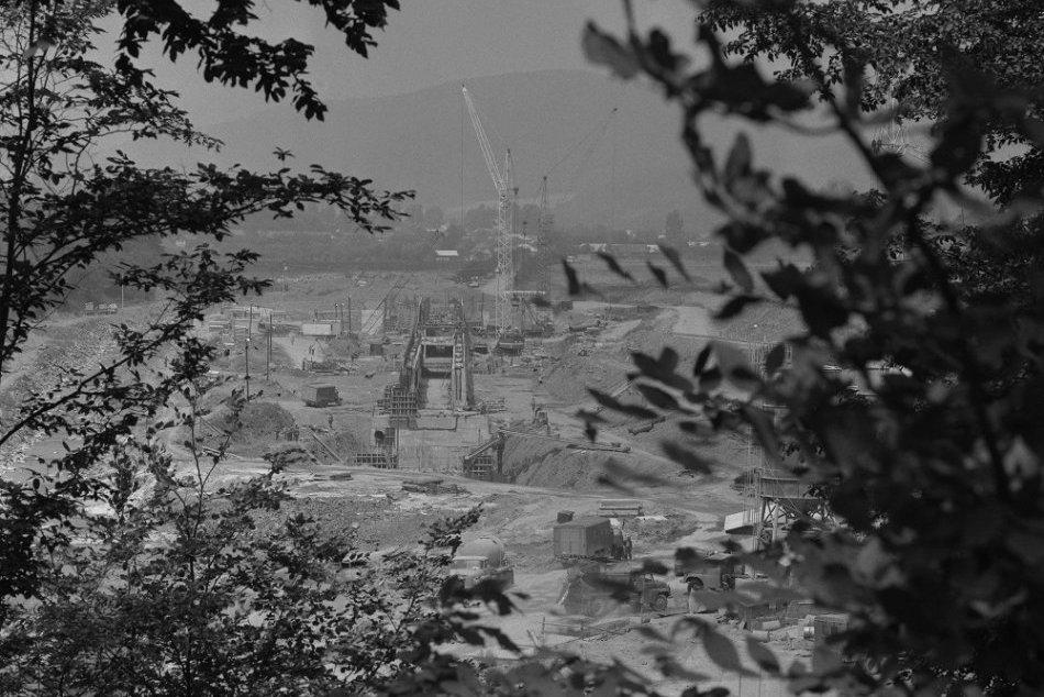 Archívne snímky z výstavby Stariny