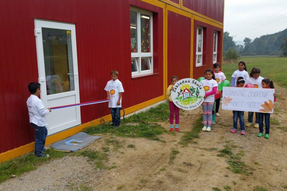 FOTO: Otvorenie školy pri rómskej osade Rúbanka