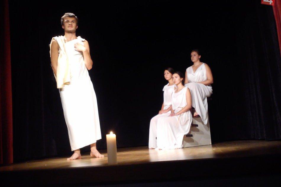 Antická tragédia na javisku Domu kultúry: DIVBILNKY zahrali Antigonu