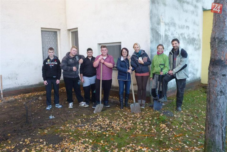 FOTO: Bystrickí študenti pomáhajú po vyučovaní... Zadarmo!