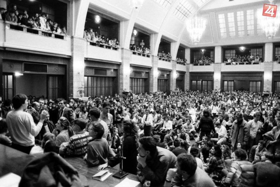 Unikátne fotografie: Nežná revolúcia