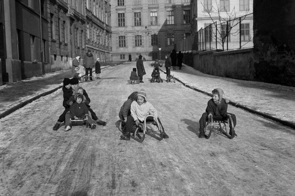 Zimné radovánky v Bratislave na unikátnych retro fotkách