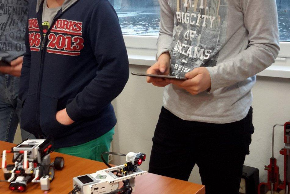 Robotika na základnej škole: Títo žiaci si vedia poskladať a naprogramovať parád