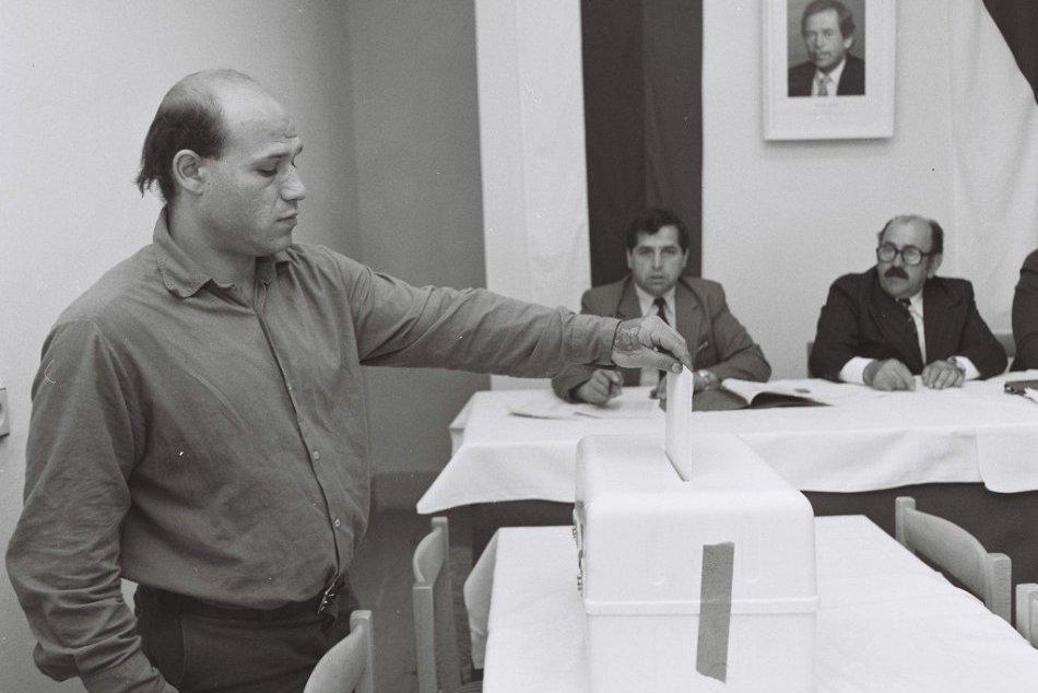 Výsledok vyhľadávania obrázkov pre dopyt volby 1990