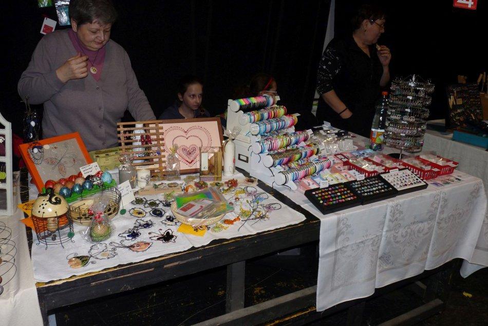 FOTO: Obľúbený trh láka Bystričanov, ako je to s voľbami?