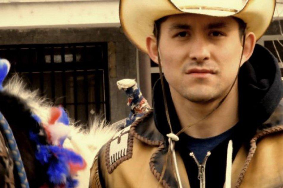 TOTO nikto nečakal: Judd Blackwater, jediný indián čo vysadol na koňa prišiel vy