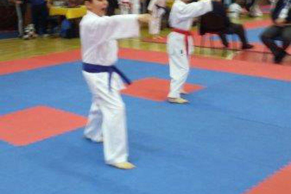 Dosiahli ďalší úspech: Tri medialy pre Karate klub Revúca