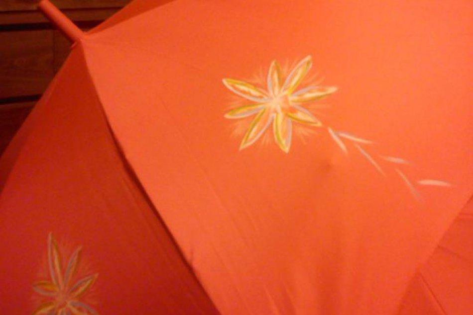 Maľuje na dáždniky: Ruženka má netradičnú záľubu
