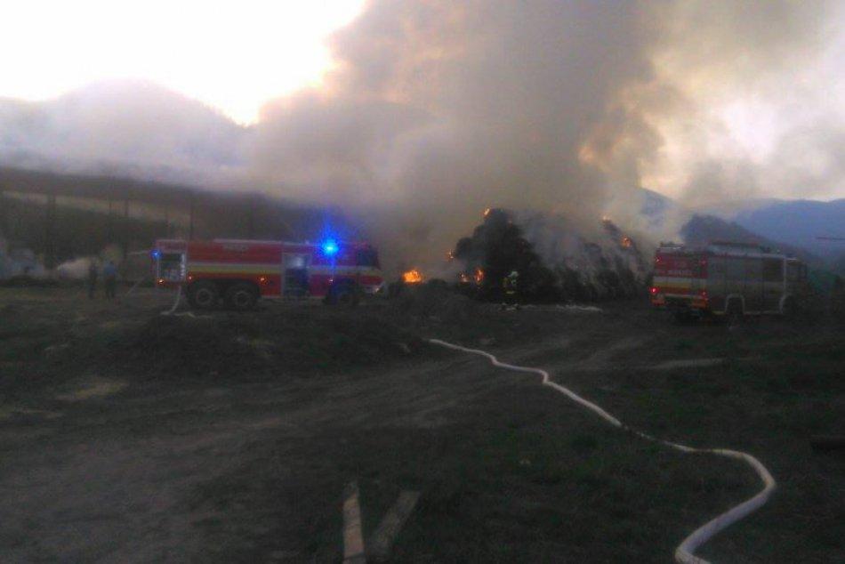 Fotky z miesta požiaru: V areáli družstva horelo