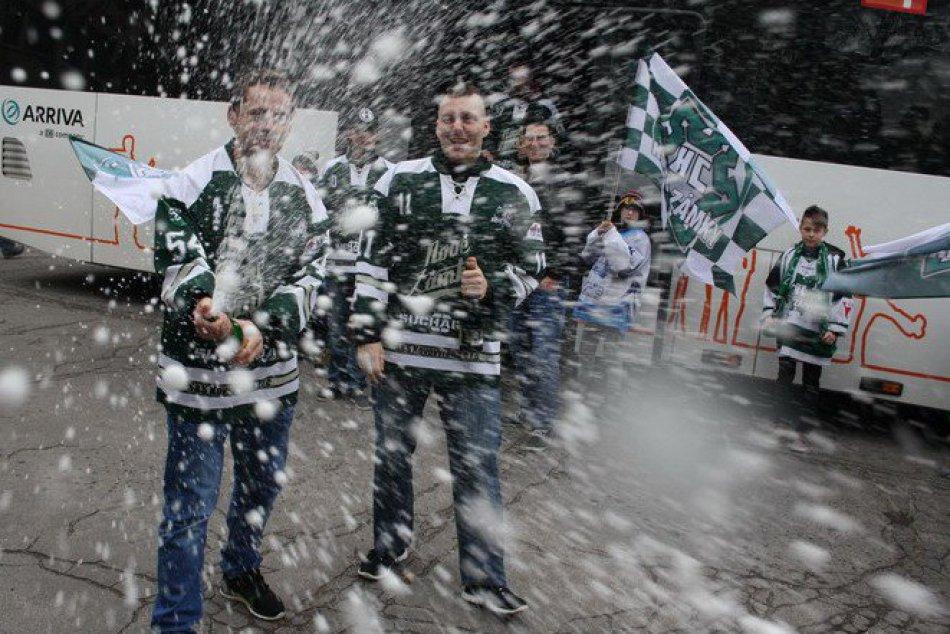 Hokejové oslavy na Hlavnom námestí v Nových Zámkoch