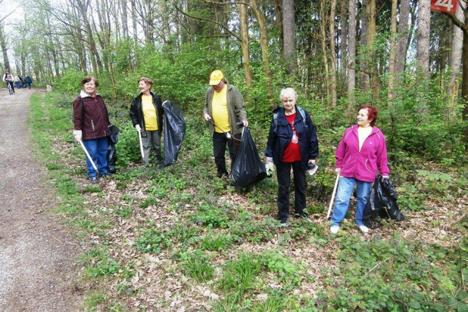 Jarné čistenie v Lesoparku Chrasť: Vyzbierala sa takmer 1 tona odpadu! FOTO