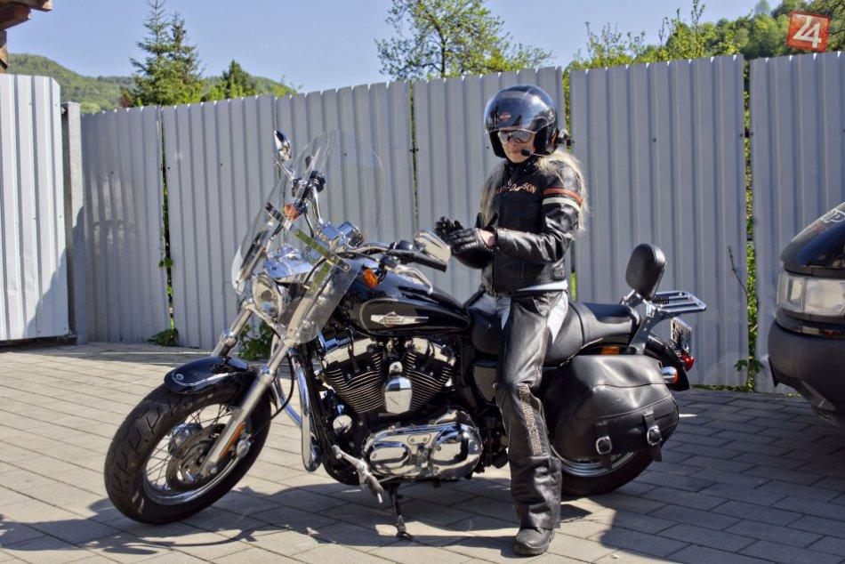 FOTO: Na bystrické cesty vyrazila babská jazda motorkárok