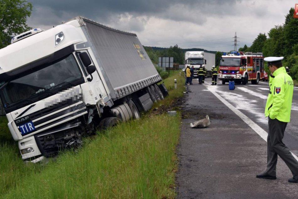 Zrážka auta s nákladiakom OBRAZOM: Nehoda dopadla tragicky