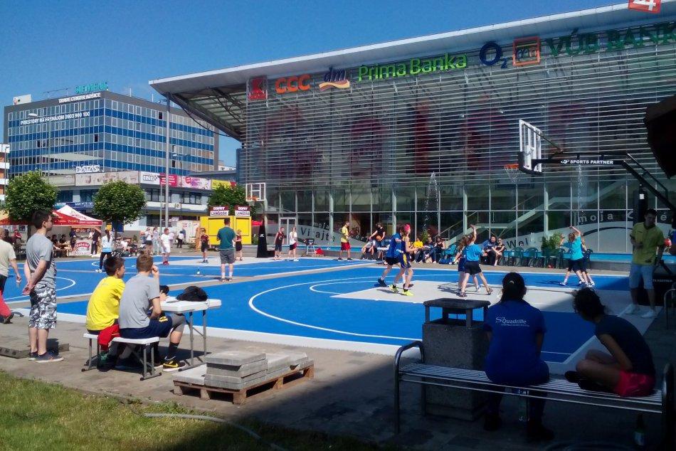 Netradičná basketbalová akcia pred OC Galéria