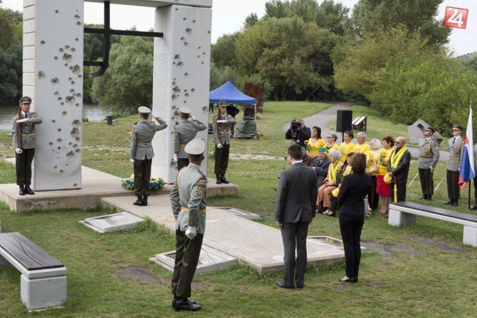 Ministri spravodlivosti krajín EÚ položili vence k pamätníku Brána slobody
