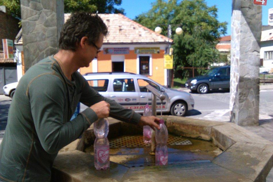 FOTO: Artézska studňa na Komenského ulici