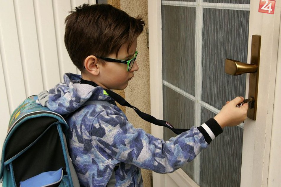OPÝTALI SME SA: Kedy dieťaťu zveriť vlastné kľúče od bytu?