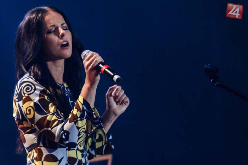Žije v našom meste a je známa speváčka: Katka Knechtová dnes oslavuje