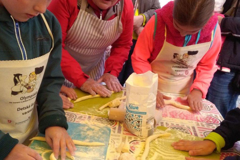 V OBRAZOCH: Zvolenská olympiáda vo varení a jedení bryndzových pirohov