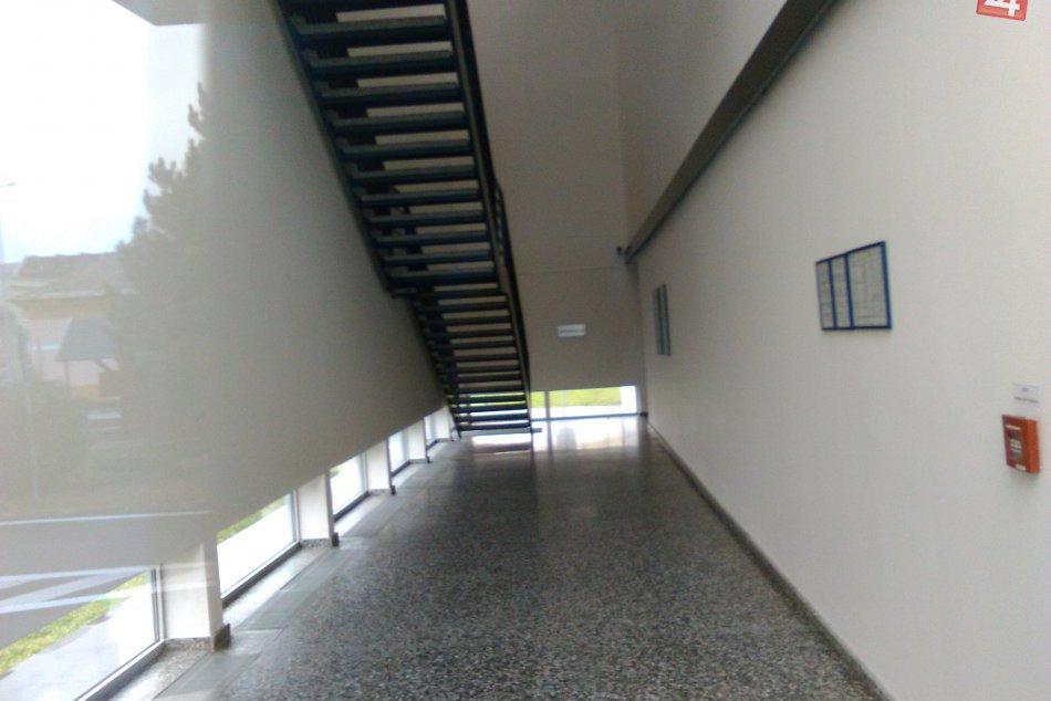 Budova pobočky NBS v Lučenci je roky prázdna