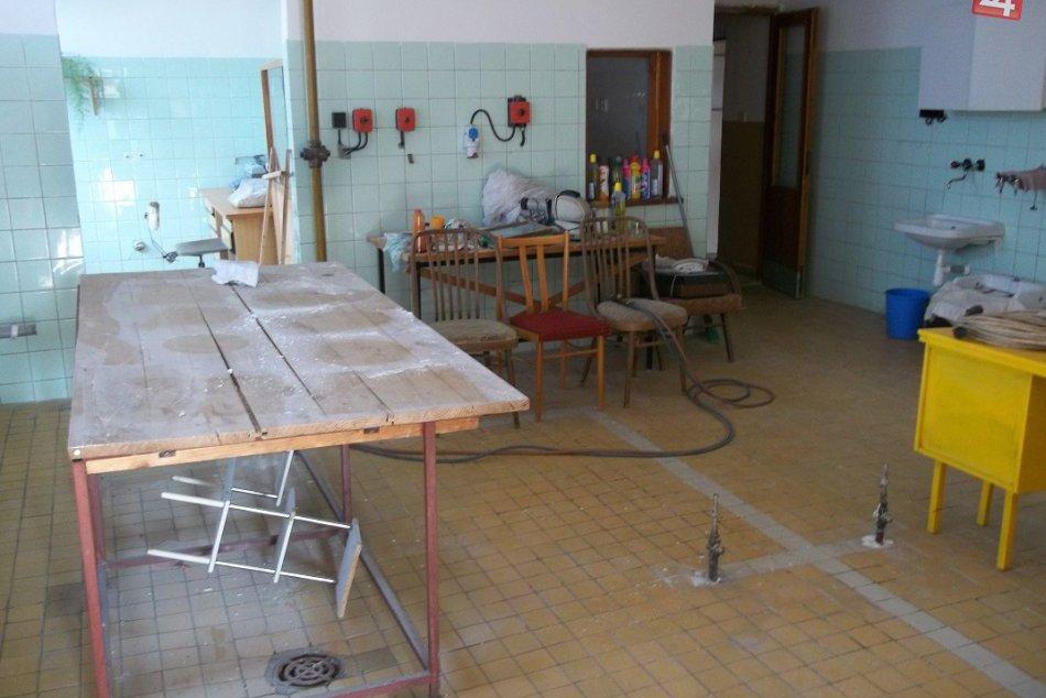 V Šali opravujú nevyužitý priestor : Vzniká tu keramický ateliér