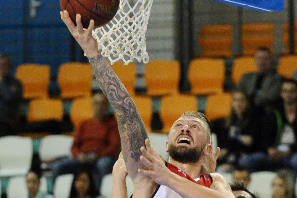 FOTO: Basketbalisti porazili smolu, prišla prvá výhra v aktuálnej sezóne