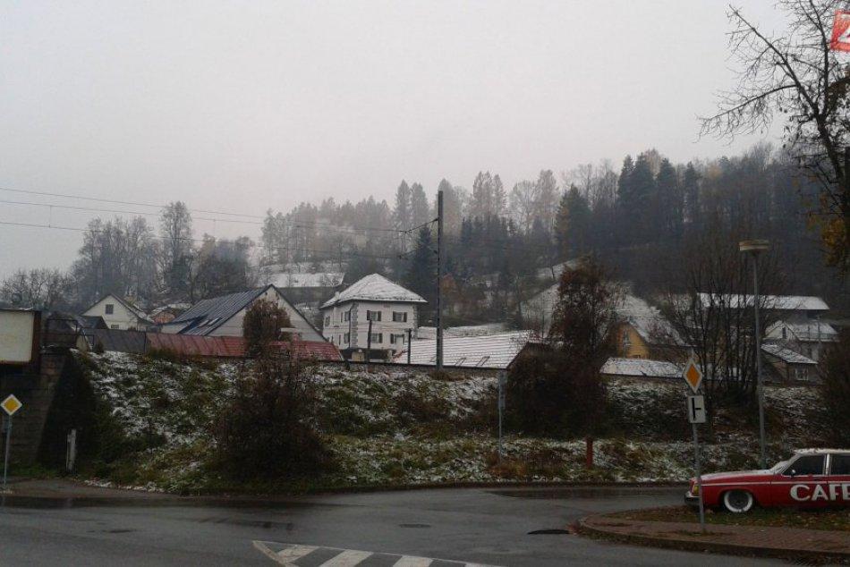 V OBRAZOCH: V Bystrici napadol prvý sneh