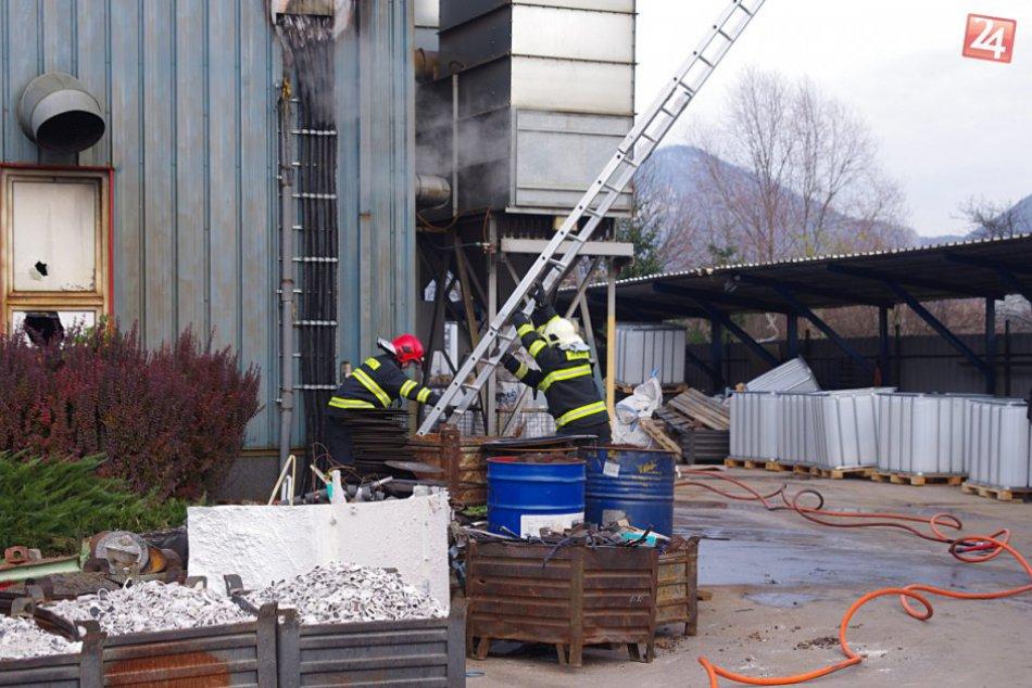 Požiar zlievarne v Považskej: Práca hasičov