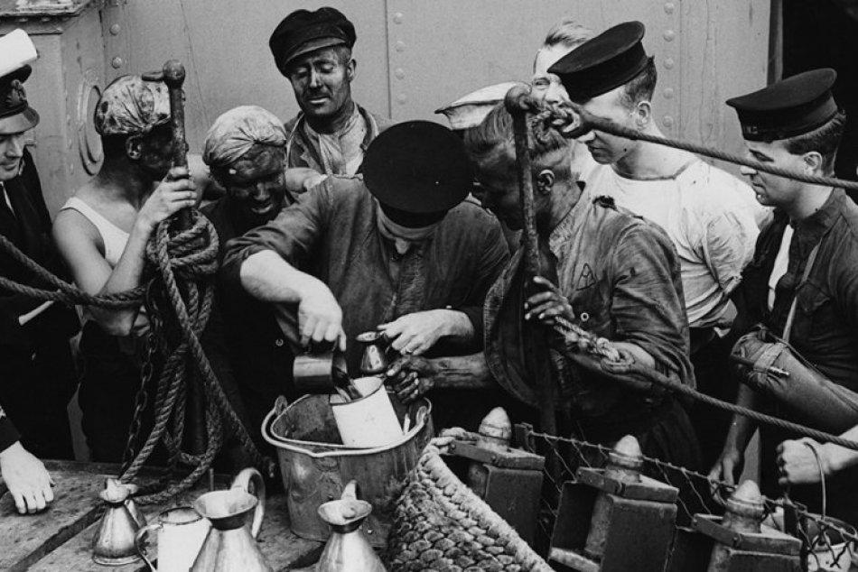 Grogu, nápoju otrlých námorníkov, dal názov admirálov plášť