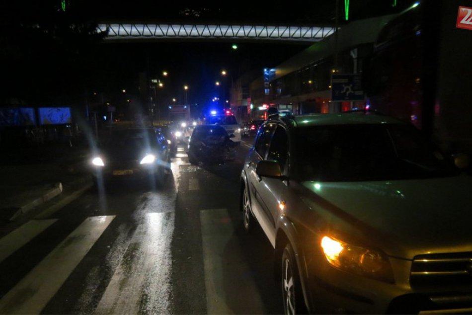 Dopravná nehoda v Považskej: Zrážka áut na Štefánikovej
