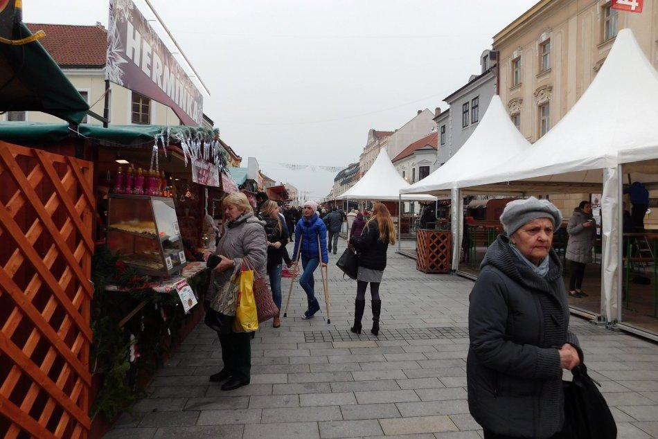 FOTOGALÉRIA: Naše mesto už ovládla atmosféra vianočných trhov