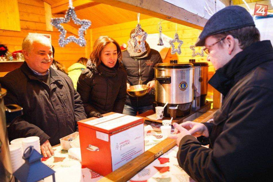 V OBRAZOCH: Predajom univerzitného punču sa v Bystrici pomohlo dobrej veci