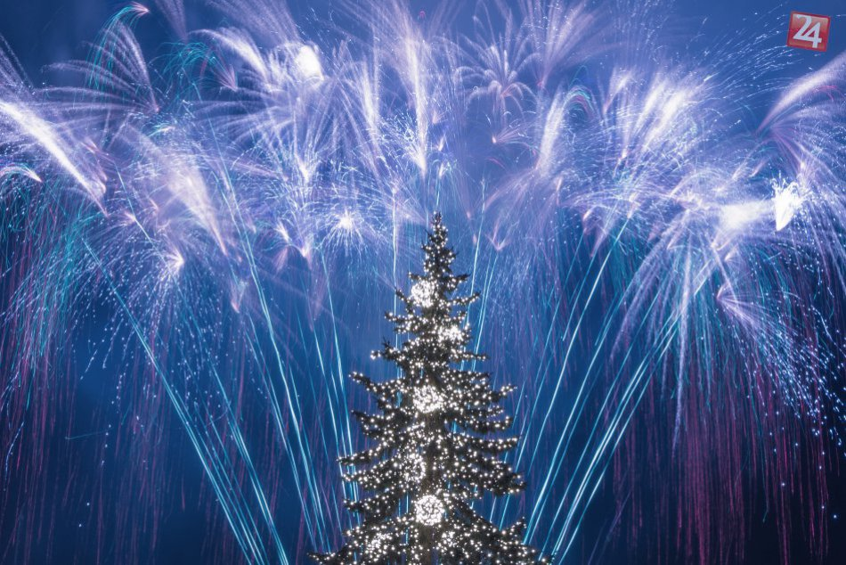 V OBRAZOCH: Úchvatný novoročný ohňostroj nad hlavami Bystričanov