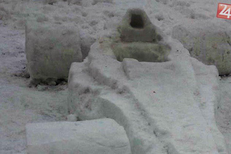 V OBRAZOCH: Na sídlisku SNP vyrástlo parádne dielo. Pozrite si snehovú formulu
