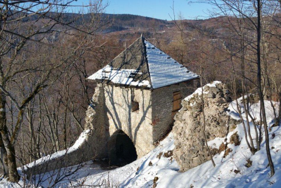 V OBRAZOCH: Hrad Muráň očarí aj v zime