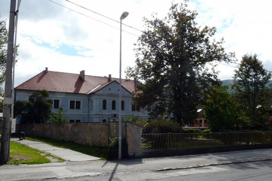 V OBRAZOCH: Prvé slovenské literárne gymnázium v Revúcej
