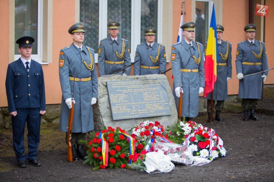 V OBRAZOCH: Pietna spomienka na rumunských osloboditeľov v Lešti/Senohrade