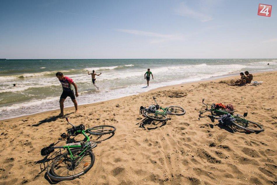 FOTO: Parádna púť mladíkov. Z nášho regiónu na dvoch kolesách k Čiernemu moru