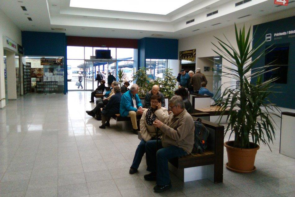 V OBRAZOCH: Zrekonštruovaná autobusová stanica v Lučenci