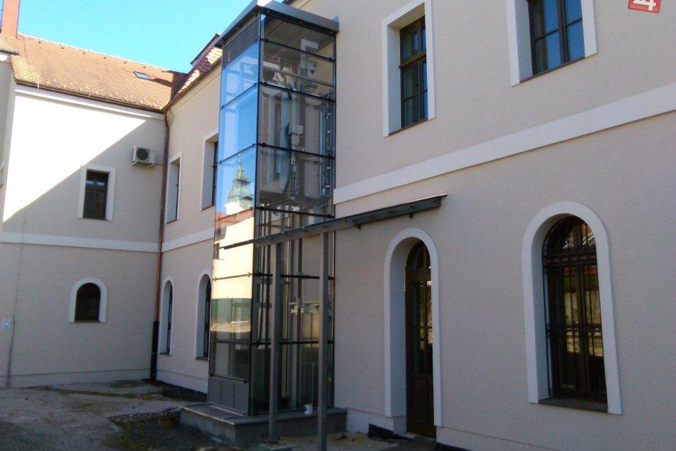 V OBRAZOCH: Dokončenie nádvoria Radnice zlepší prístup do budovy