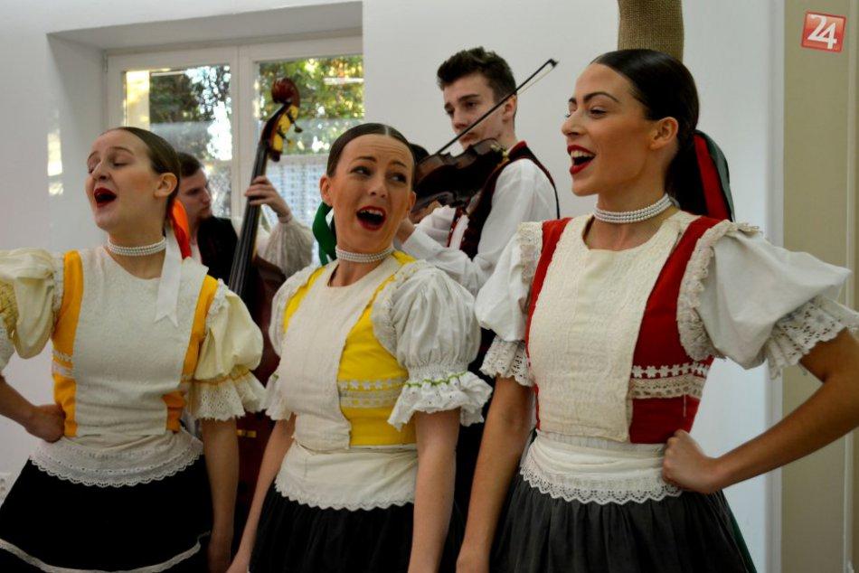 OBRAZOM z nevšednej maturity v Prešove: Niesla sa v šarišskom duchu
