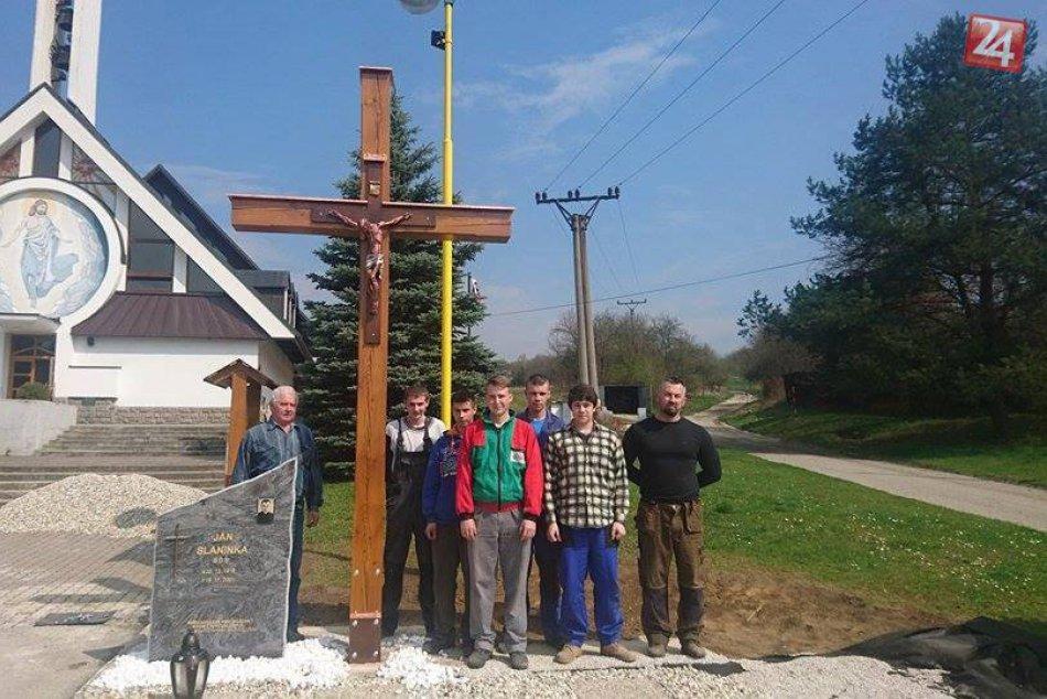 Výtvory tretiakov z SOŠ: Nielen nový kríž v Považskej Teplej!