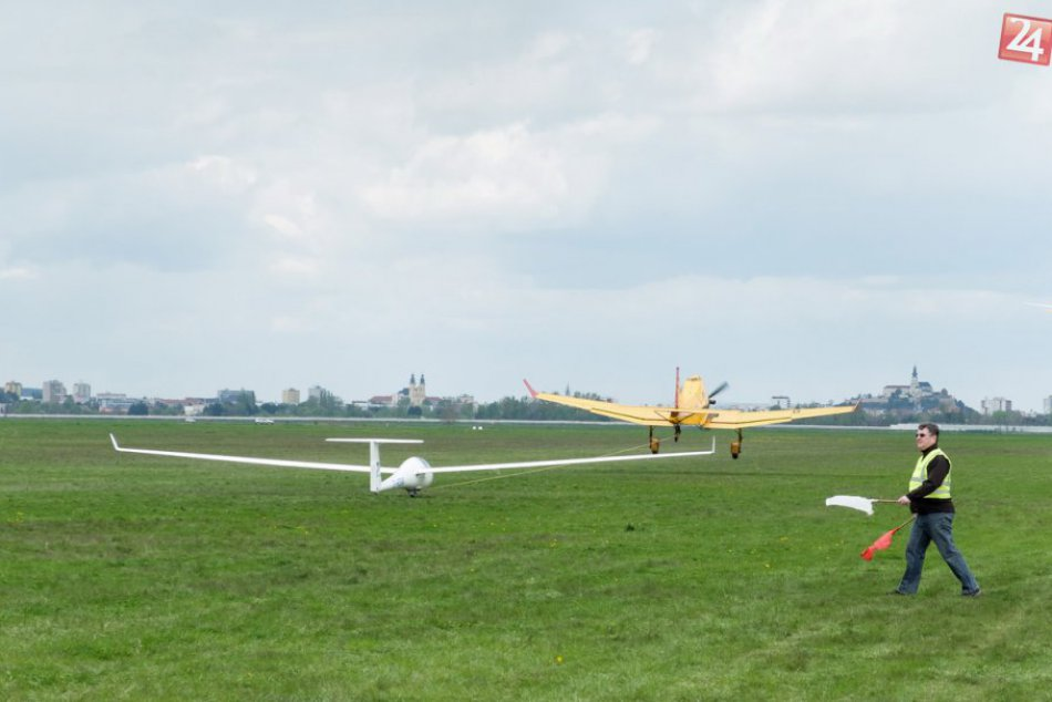 FOTO: Nad Nitrou sa vznášajú vetrone, pod Zobor pricestovalo 135 pilotov