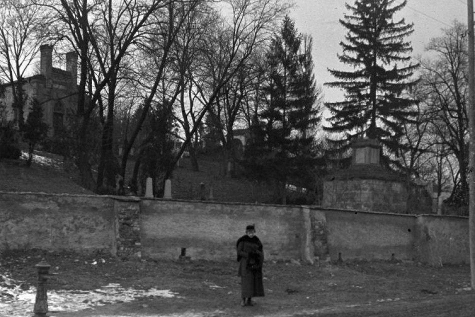 V obrazoch: Vzácne viac ako 100-ročné fotografie Košíc