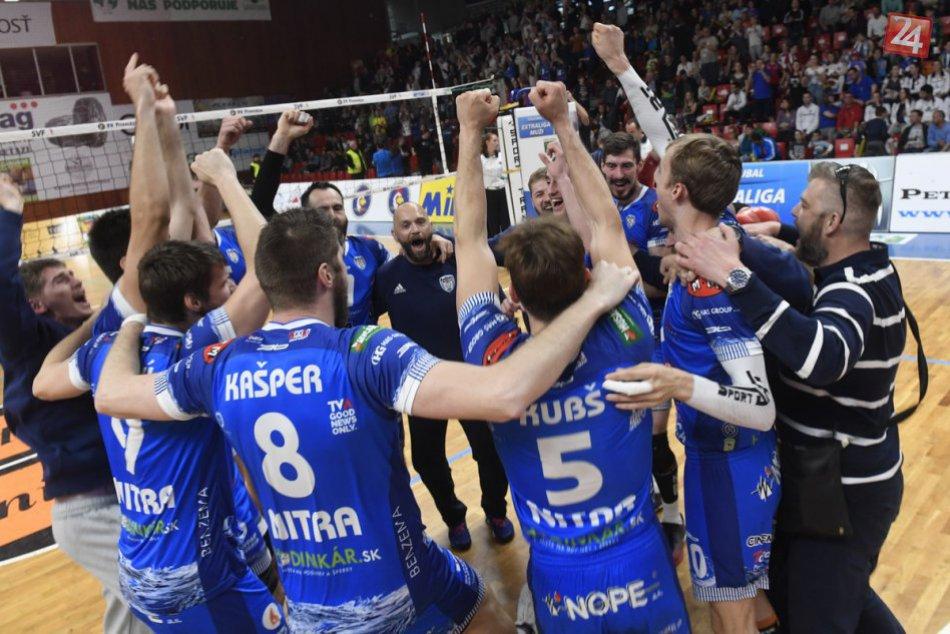 FOTO: Volejbalisti Nitry obhájili majstrovský titul, pod Zobor priniesli zlato