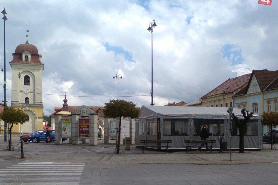 V OBRAZOCH: Prvé letné terasy v uliciach Brezna