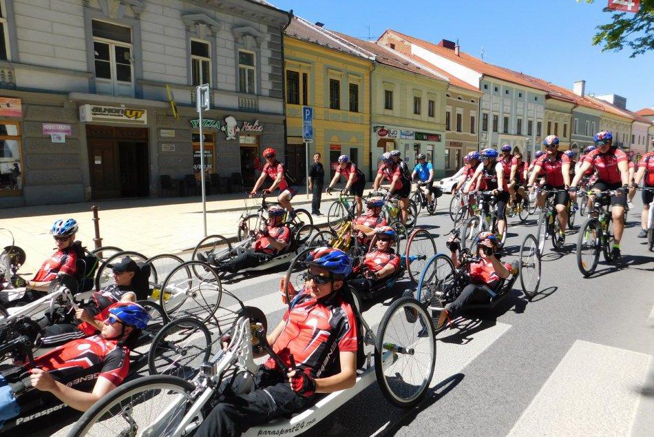 OBRAZOM: 10. ročník Parasport 24 Tour odštartoval tento rok z nášho mesta