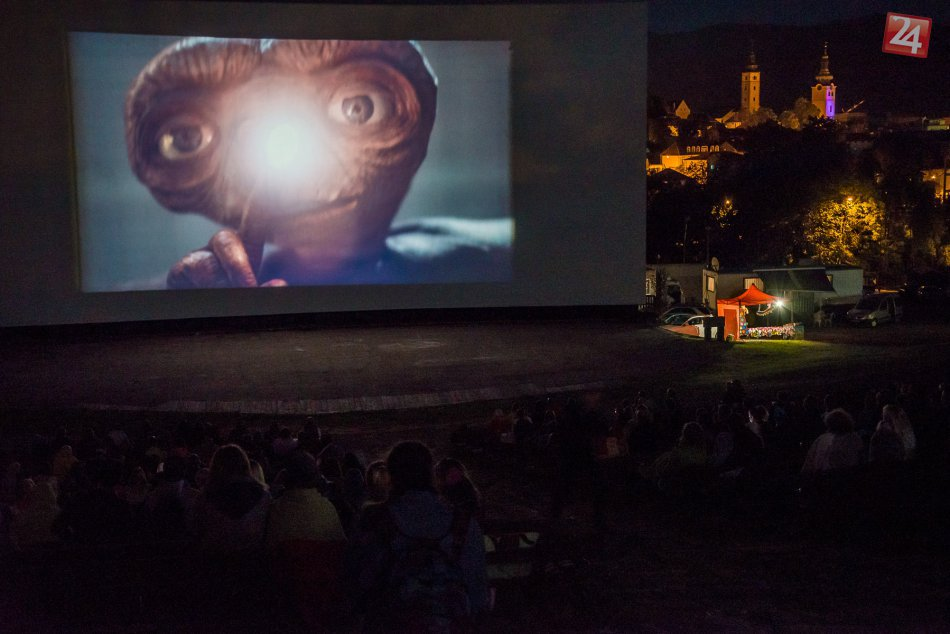 V OBRAZOCH: Letné kino na bystrickom amfiteátri